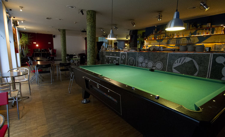 Rezeption Billard Tisch
